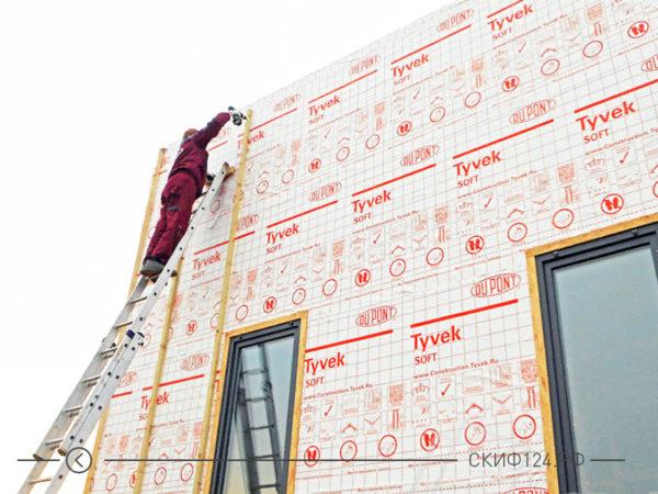 Пример гидроизоляционной мембраны Tyvek Soft на фасаде дома