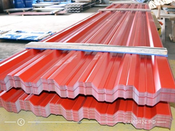 Профилированный лист НС-35 на складе производителя красный и бордовый цвет