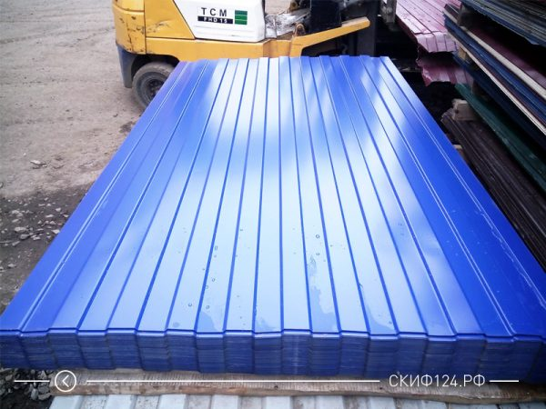 Профилированный лист МП-20 синего цвета с полимерным покрытием на складе производителя