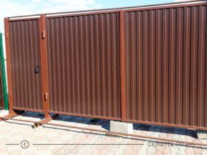 Забор с калиткой и воротами под ключ из профлиста