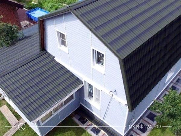 Зеленая крыша дома из ондулина