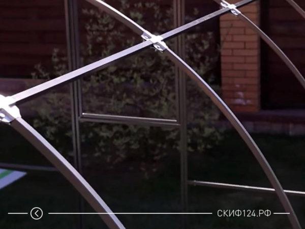 Подробное фото как состоит каркас теплицы из металла