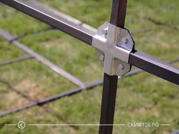 Фото крепления металлических квадратных дуг на теплице